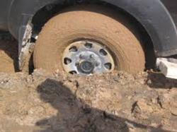طریقه ی عبور دادن چاله یا سنگ یا آجر از بین دو چرخ اتومبیل هنگام حرکت روبه جلو