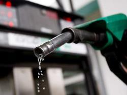 چرا باید از پرکردن بیشازحد باک بنزین خودداری کرد؟